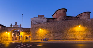 Stadtmauer von Leon in der Nacht Stockbild