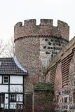 Stadtmauer von Zons mit dem Kroetschenturm Stockfoto