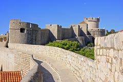 Stadtmauern von Dubrovnik lizenzfreie stockbilder