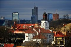 Stadtpanorama in den Sonnespielen Lizenzfreies Stockfoto