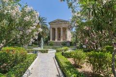 Stadtpark in der alten Stadt von Valletta Stockfoto