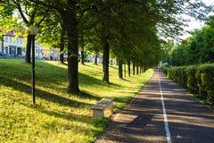 Stadtpark im Sommer Stockfotos
