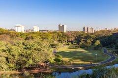 Stadtpark Ribeirao Preto, alias Curupira-Park Stockbild