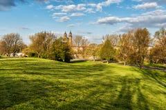 Stadtpark von Magdeburg mit Kathedrale, Sachsen, Deutschland Lizenzfreie Stockbilder