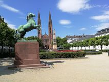 Stadtplatz an einem schönen Tag lizenzfreie stockbilder