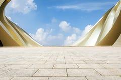 Stadtplatz und Abstraktion der modernen Architektur Lizenzfreies Stockbild