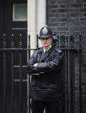 Stadtpolizeibeamtin im Dienst in London Lizenzfreie Stockfotos