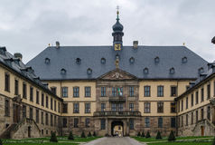 Stadtschloss (huvudsaklig ingång) på Fulda, Tyskland royaltyfria bilder