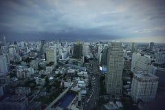 Stadtskyline an einem bewölkten Tag Stockfoto