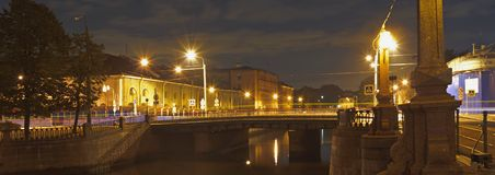Stadtskyline nachts St Petersburg Lizenzfreie Stockfotos