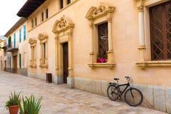 Stadtstadt-Rathaus Majorca Mallorca Alcudia altes Stockfoto