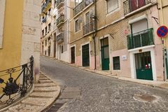 Stadtstraße in Lissabon Portugal Lizenzfreie Stockbilder