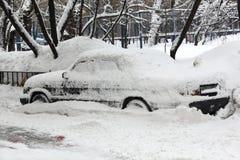 Schneefälle in der Stadt. Stockfotos