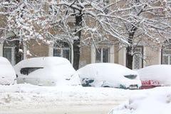 Schneefälle in der Stadt. Lizenzfreies Stockbild