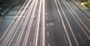 Stadtverkehr nachts Stockfotografie