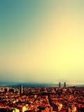 Stadtvogelansicht nach Sonnenuntergang, schönes Stadtbild Barcelonas Stockbilder