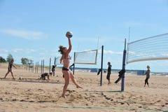 Stadtwettbewerbe auf Strandvolleyball Lizenzfreies Stockbild
