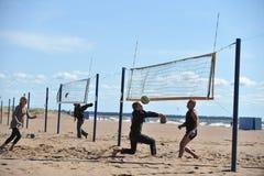 Stadtwettbewerbe auf Strandvolleyball Lizenzfreies Stockfoto