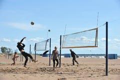 Stadtwettbewerbe auf Strandvolleyball Lizenzfreie Stockfotografie