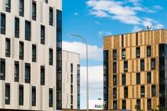 Stadtwohngebäude des modernen Designs in der Stadt Lizenzfreies Stockfoto