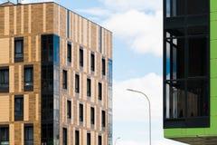 Stadtwohngebäude des modernen Designs in der Stadt Lizenzfreies Stockbild