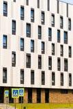Stadtwohngebäude des modernen Designs in der Stadt Stockfotos