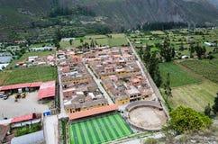 Stadtzentrum der kleinen mittelalterlichen Stadt von Ollantaytambo lizenzfreie stockfotos