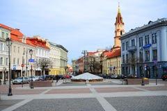 Stadtzentrum-Straßenansicht Vilnius alte über Frühling Stockfotografie