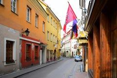 Stadtzentrum-Straßenansicht Vilnius alte über Frühling Lizenzfreie Stockfotos