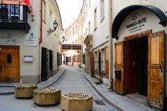 Stadtzentrum-Straßenansicht Vilnius alte über Frühling Lizenzfreie Stockfotografie