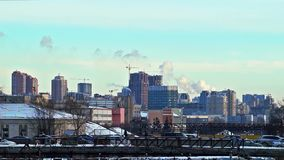 Stadtzentrum und Industriegebiet stock footage