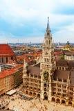 Stadtzentrum von München, Marienplatz, neues Rathaus lizenzfreies stockbild