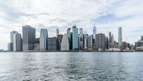 Stadtzentrum von New York über dem Hudson Stockbild