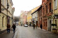 Stadtzentrum-Winterstraßenansicht Vilnius alte Stockfoto