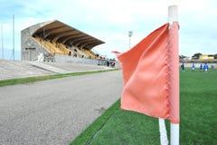 Staduim röd flagga arkivfoto