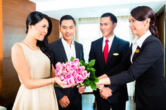 Staff greeting guests in hotel Royalty Free Stock Photography
