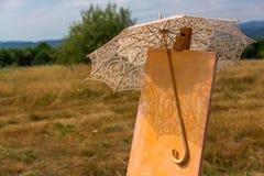 Staffli med paraplyet Royaltyfri Foto