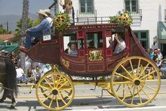 Stagecoach podczas dzień otwarcia parady puszka State Street, Santa Barbara, CA, Stary Hiszpański dni fiesta, Sierpień 3-7, 2005 obrazy stock
