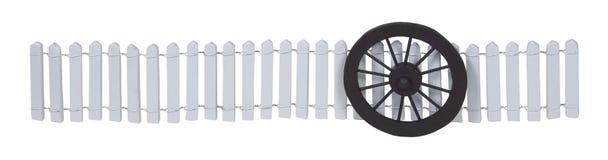 Stagecoach-Rad gegen einen weißen Pfosten-Zaun Lizenzfreies Stockbild