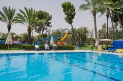 Stagione estiva nella piscina Fotografia Stock Libera da Diritti