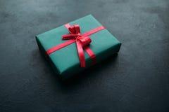 Stagione festiva del contenitore di regalo del regalo di Natale Fotografie Stock Libere da Diritti