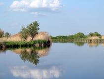 Stagione primaverile del paesaggio del fiume Fotografia Stock Libera da Diritti