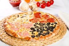 Stagioni di Quattro della pizza Immagini Stock Libere da Diritti