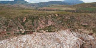 Stagni del sale di vista di panorama nel Perù Fotografie Stock Libere da Diritti