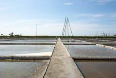Stagni di evaporazione dell'azienda agricola del sale, Portogallo Fotografie Stock