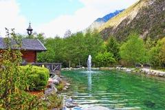 Stagno austriaco della capanna delle alpi Immagine Stock Libera da Diritti