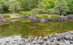 Stagno del giardino di Kokoen vicino al castello di Himeji, Giappone Fotografie Stock Libere da Diritti
