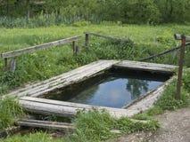 Stagno del paese per il lavaggio e risciacquare Fotografia Stock