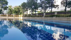 Stagno del ` s dei bambini Piccola piscina con il segno di profondità di 60 cm Immagine Stock