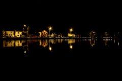 Stagno del villaggio alla notte Fotografie Stock